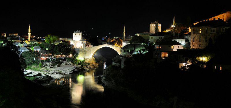 Noční Mostar.