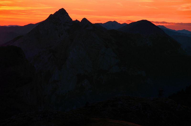 Západ slunce nad NP Sutjeska.