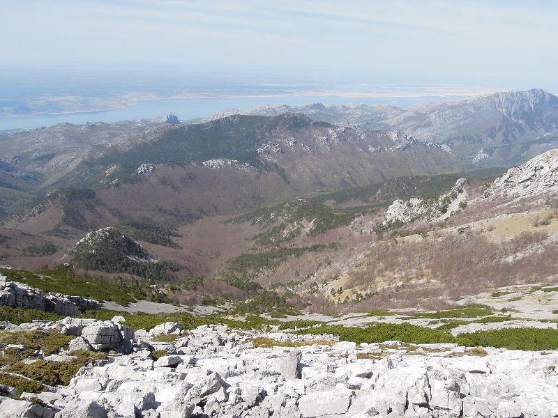 Úvodní pohled z hřebene Velebitu na celou Paklenici i s Velebitskim kanalem