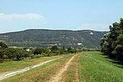 Celkový pohled na jižní část NPR Kováčovské kopce.