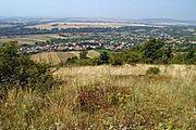 Pohled na lokalitu krátkonožek nad vesnicí Kamenica nad Hronom.