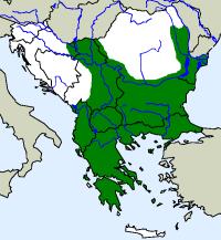 rozšíření štíhlovky kaspické Dolichophis caspius  na Balkáně (zeleně)