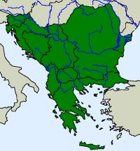 rozšíření užovky podplamaté Natrix tessellata  na Balkáně (zeleně)